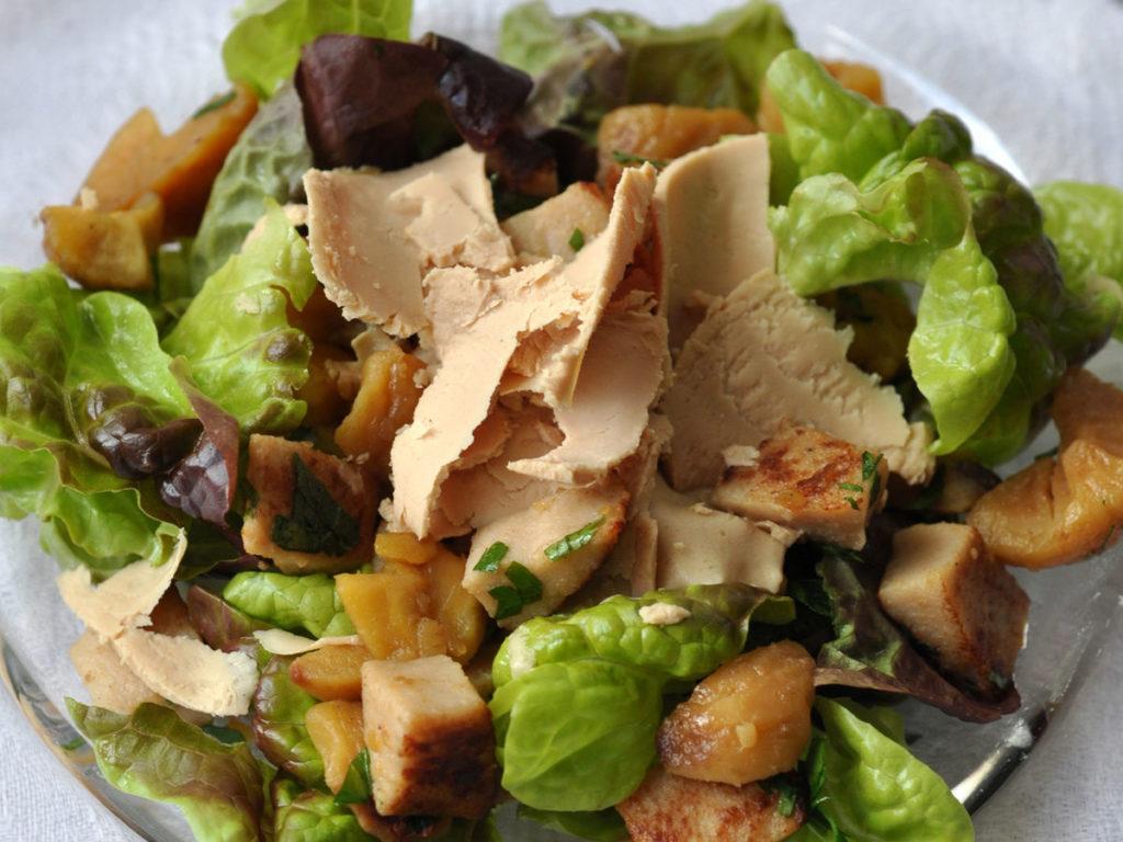 Ma-recette-de-lete-la-salade-au-boudin-blanc-chataignes-et-foie-gras-Labeyrie.jpg